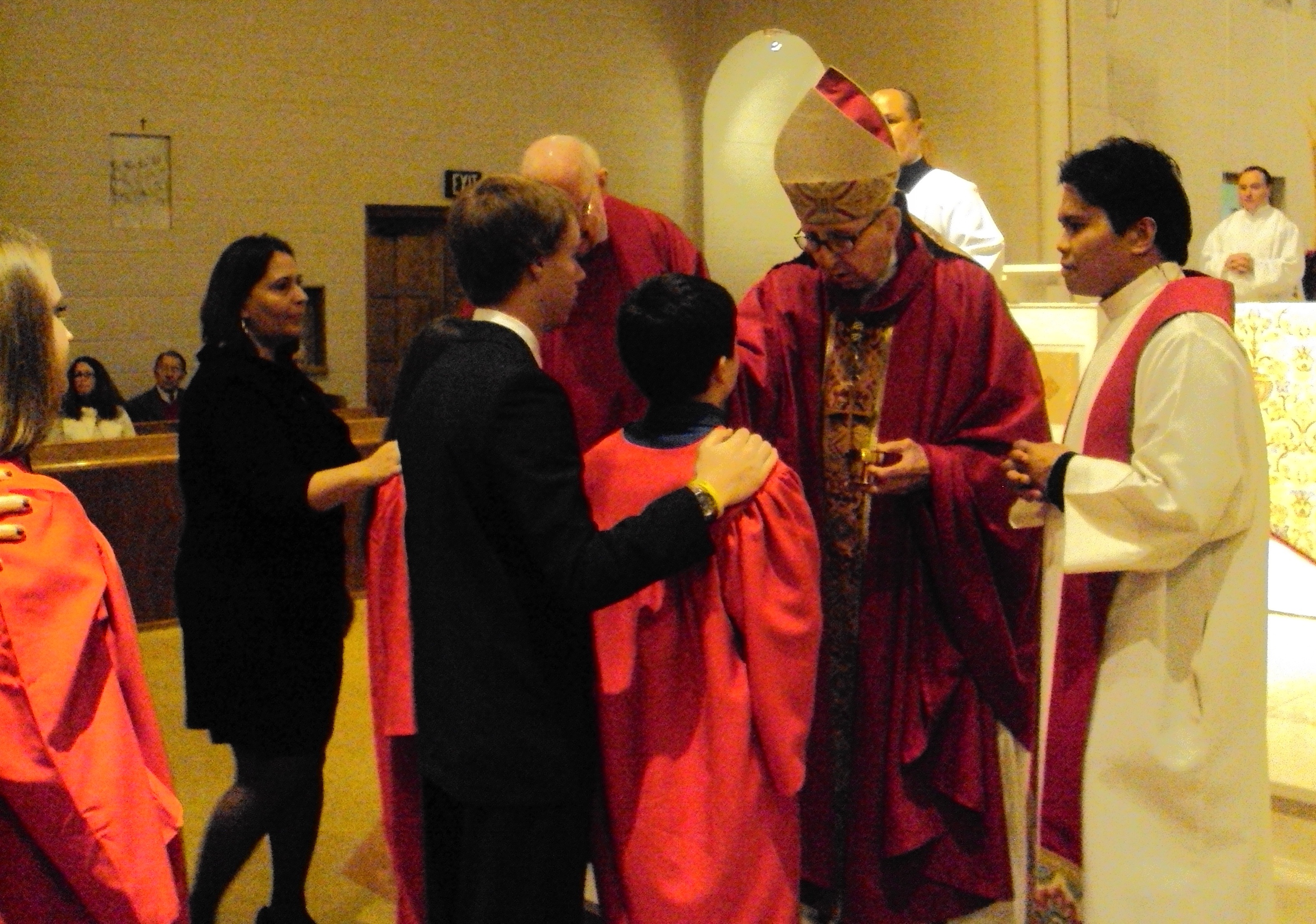 Bishop-Marconi-Anointing-at-Confirmation1